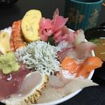 神東寿司 - これで500円。言うことありません、上はすぐに売り切れますね。。。