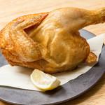 大衆とり屋 WAIGAYA本店 - 大山鶏の半身揚げ880円。当店一押しの大山鶏を半身丸々揚げました。外はカリッと、中はふっくら。ワイガヤで楽しめる名物料理です。