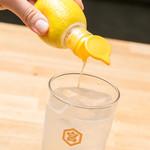 大衆とり屋 WAIGAYA本店 - 自家製一番星レモンサワー420円。ワイガヤの自家製レモンサワーは注文率、リピート率NO.1のこだわりドリンクです。ぜひご賞味ください♪