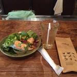 モンスーンカフェ - サラダセット、鶏肉のガパオ炒めご飯1,000円