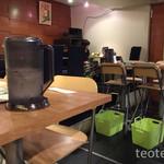 GoGoパクチー - ハイチェアなテーブル席
