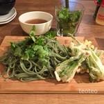 GoGoパクチー - 本日限定麺 パクチー天とパクチー練りこみの手延べ麺