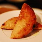 アルマドーレ - こちらも人気のフォカッチャ。ピザ生地を使っているのでもっちもち。