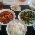 東方明珠 - 東方明珠 麻婆豆腐+にんにくの芽と肉炒め