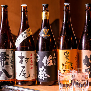 本格焼酎など、全国各地の厳選地酒を種類豊富に取り揃え!