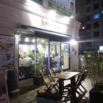 Kado-no-Casshiwa - 店内はかなり明るめ。年を重ねるとともに「薄暗いお店」の方が好きになって行ってたのですが(笑)、夜でもこういう明るいお店、たまにはいいですね^^
