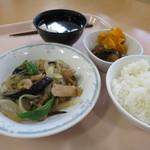 目黒区役所 レストラン - Bランチ茄子と鶏肉の味噌炒め620円(内税)。