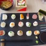 New Style - ◆TEMARI(980円)・・ビジュアル的にも女性好み。 刺身手鞠10種、野菜手鞠&α5種、薬味etc 日替わり枡サラダ&汁もの付。