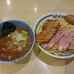 69570835 - □特製 濃厚豚骨魚介つけ麺 1000円(内税)□ を熱盛りで!