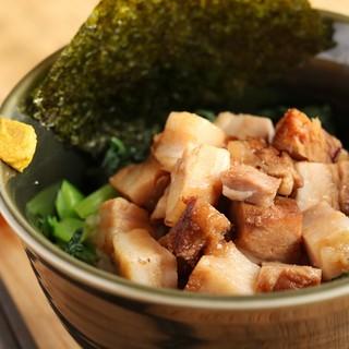 ラーメンとのセットもお得な豚角煮丼