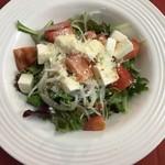 酒kure - トマトとモッツアレラチーズのサラダ
