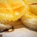 食パン専門店 デアイ・ザ・ベーカリー - ハニーナッツトースト(バターがジュワジュワ)