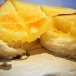 食パン専門店 デアイ・ザ・ベーカリー - ハニーナッツトースト(バターが中まで浸みてます)