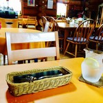 カフェレストラン EVANS'89 - お水にはレモンが