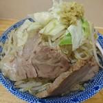 69575102 - らーめん中盛+野菜マシ 650円