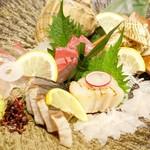 たまがんぞう - 2017年5月 鮮魚のお造りお任せ盛り合わせ4人前【790円×4】う~ん(´Д`)