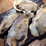 品川牡蠣入レ時 - お通しの蒸し牡蠣