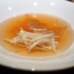 中華たかせ - ヨシキリザメフカヒレ尾の姿の上湯とろみスープ
