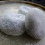 伊勢屋 - 白大福(60円)