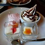 69585671 - パンナコッタにムースにソフトクリーム。