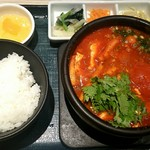 東京純豆腐 - 丸ごとトマトのトムヤムパクチースンドゥブ