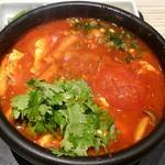 東京純豆腐 - 丸ごとトマトのトムヤムパクチースンドゥブ♪意外に美味しい♪