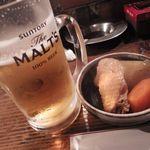 炭火さすらい人 - 料理写真:ビール[500円]とお通し[300円]