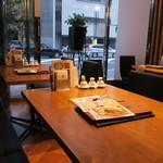 カユ デ ロワ - 綺麗めの中華とカフェをハイブリッドしたような店装2