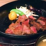 ニクバル CARNIVOR - サガリの角切りステーキ200g @1,200円 のサガリステーキ