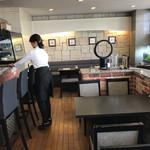 四ツ橋カフェ - 店内は清潔