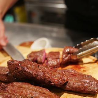 ペースに合わせて7種類の肉料理を提供