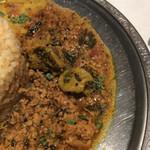 69599779 - 粗挽きスパイス鶏キーマ、三つ葉ととり肝マサラのせ