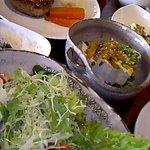 豚肉食堂&喫茶 mojo smokin' - ハンバーグ・サラダなど豊富なメニュー♪