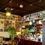 豚肉食堂&喫茶 mojo smokin' - mojo smokin' 店内・多数のレコードジャケットが飾られています♪