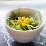 イルカッフェ - ランチのサラダ。普通?