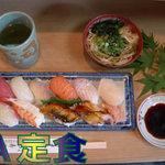 みわ寿司 - 当店の人気NO1のA定食です。このボリュームで800円!10貫すべてにぎり寿司ミニうどん付き。旬の魚を日替わりで!