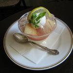 カーベ・カイザー - 白桃をあしらった涼味あふれる「アデライーデ」