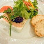 6960035 - 鶏白レバーとカテキンポークのパテ サラダ添え