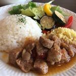 プチメゾン - 日替ランチプレート 豚肉のビール煮 1000円。