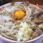麺や 豚八 - 料理写真:まぜそば800円。ニンニク普通、野菜マシ、油普通