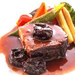 ラヴァン・グゥ - 料理写真:皮付き豚バラ肉のプラム煮込み