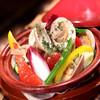 白ハマグリと彩り野菜のビール蒸し