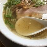 69608166 - スープをすくって
