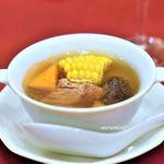 西麻布 真不同 - とうもろこしとスペアリブの澄ましスープ