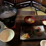 茶房 暖暖 - 茶粥御膳(小豆茶)…茶粥、のっぺ汁、奈良漬など、おかき(粥に砕きいれる)