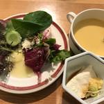 イル・バンカーレ - ビッフェから… 洋野菜 数種類 (ドレッシングは 3種類の中での セロリ) 冷製コーンスープ、豆腐