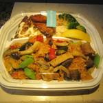 La Pesquera -MARISQUERIA- - テイクアウトした鶏肉のパエージャ 800円