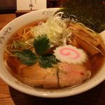 神田 勝本 - 清湯(しょうゆ)そば(730円、斜め上から)