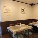 ラ・ネージュ - 4人掛けテーブルが2つ