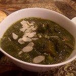インド料理モハン - ほうれん草のカレー(野菜)(アップ)(2017.6)